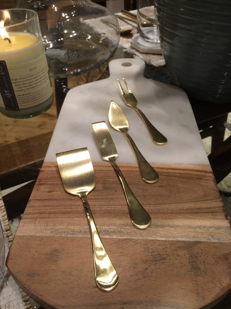 How pretty is this cheese set?