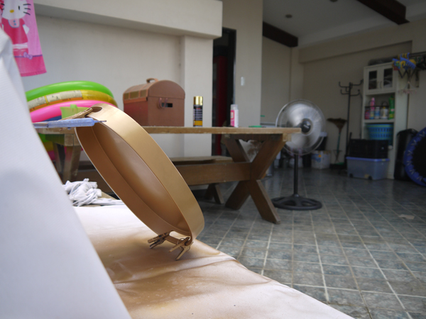 I also turned on the electric fan to make the paint dry more quickly, as well as to add further ventilation.